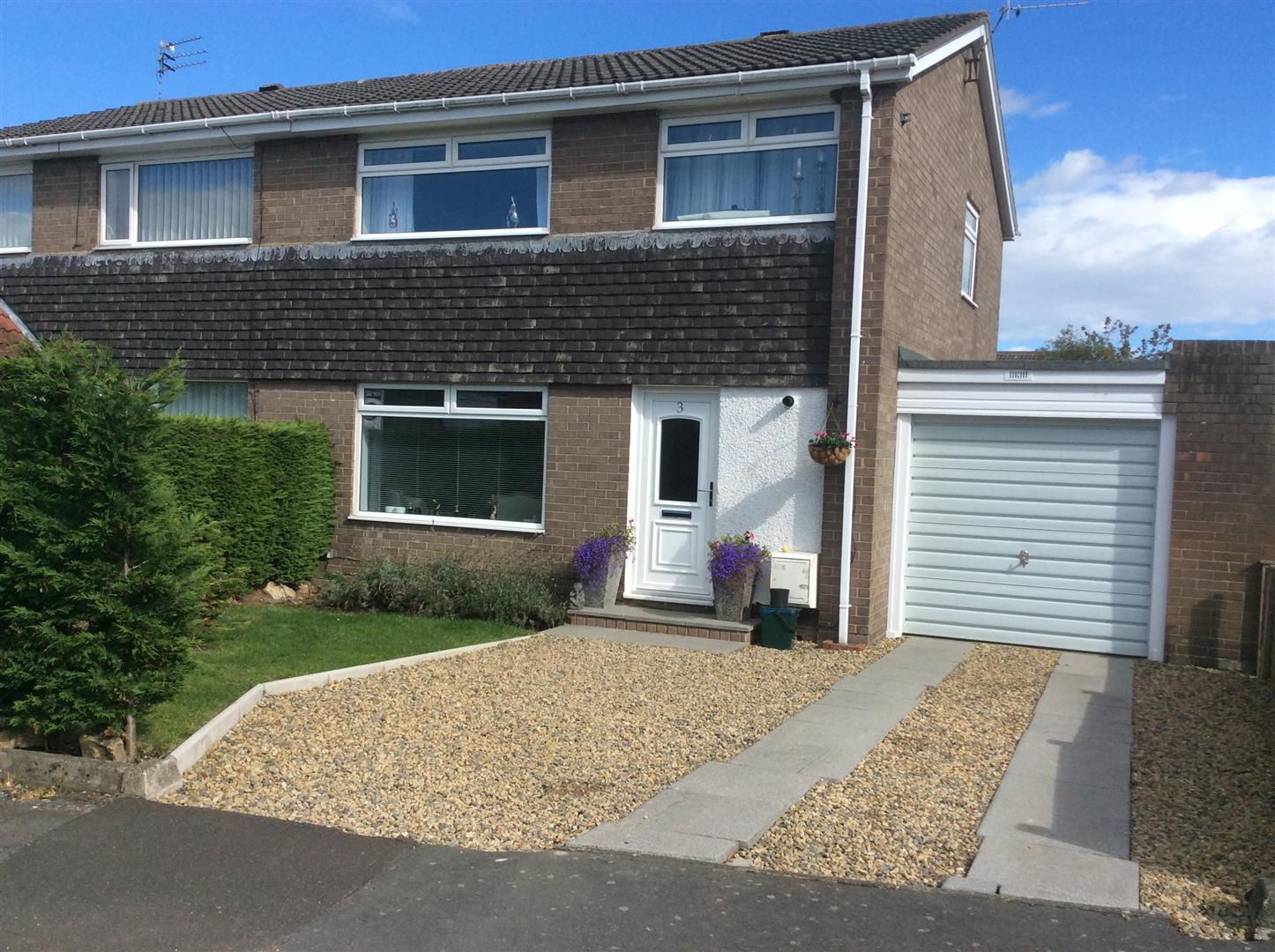 3 Bedrooms Semi Detached House for sale in Thorneyford Place, Ponteland